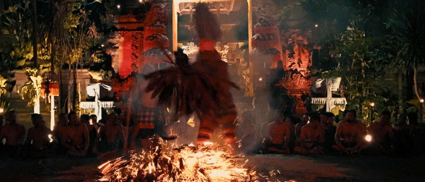 Sanghyang jaran a Ubud, detto anche Kecak del fuoco
