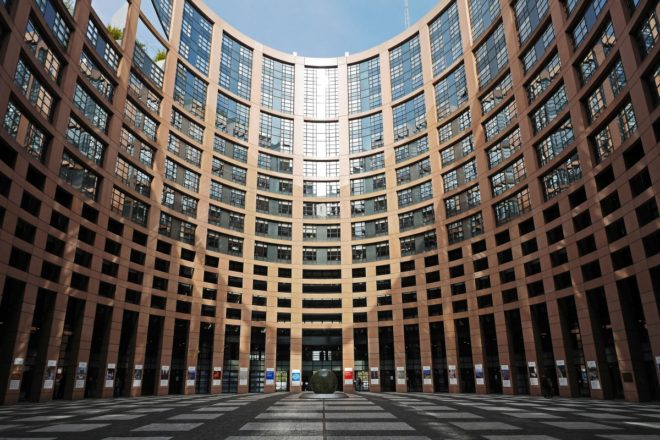 Euro sì o no? Il dilemma della sinistra in Europa