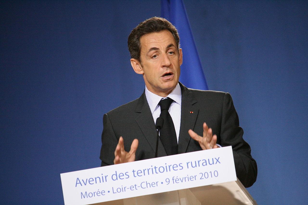 https://thesubmarine.it/wp-content/uploads/2018/03/1280px-Nicolas_Sarkozy_2010-1280x853.jpg