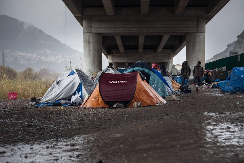 L'accampamento di fortuna a Ventimiglia a marzo 2018, foto di Luca Swich