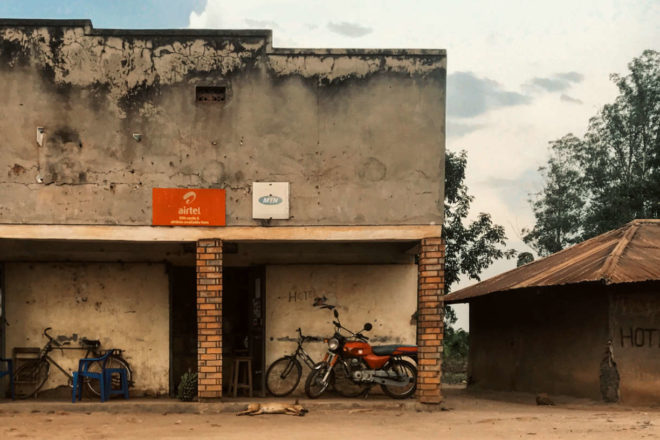 Chi guida i boda boda, le moto taxi con cui ci si sposta in Uganda