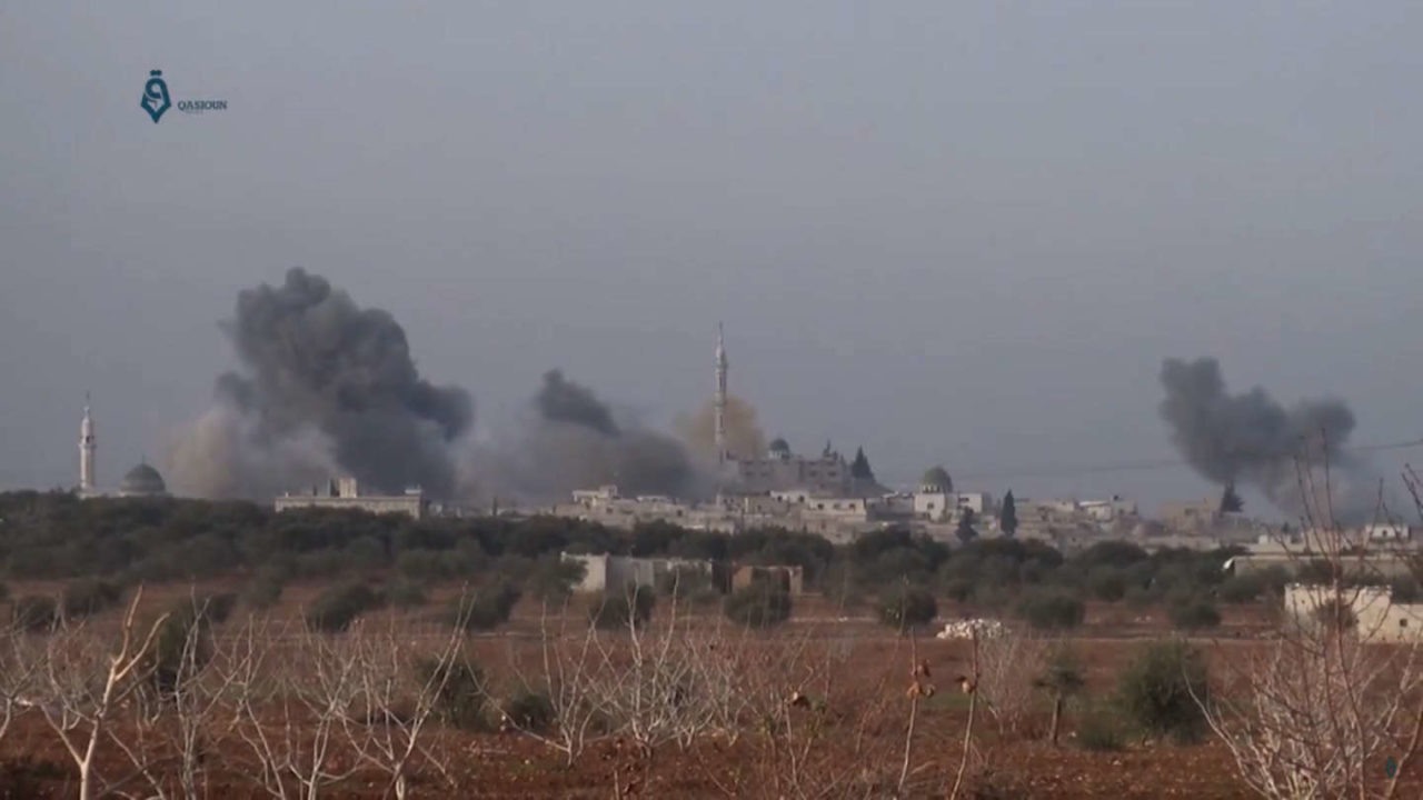 https://thesubmarine.it/wp-content/uploads/2018/03/Syrian_Air_Force_bombs_Tah_in_Idlib_Governorate-1280x720.jpg