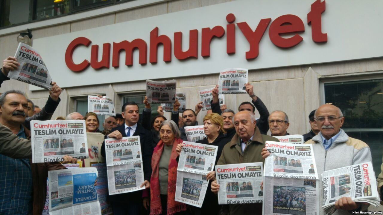 https://thesubmarine.it/wp-content/uploads/2018/04/Cumhuriyet_protests_3-1280x720.jpg