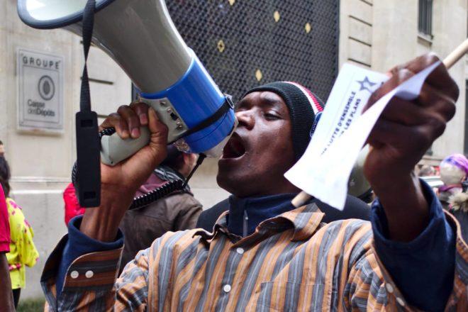 Migranti: associazioni in piazza a Parigi contro la nuova legge di Macron sull'asilo politico