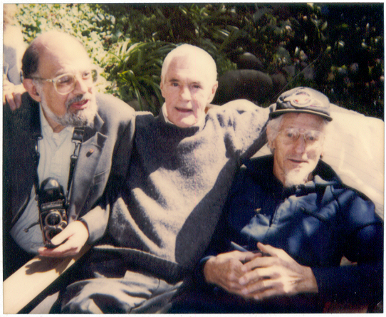 Timothy Leary (al centro), con Allen Ginsberg e John Lilly