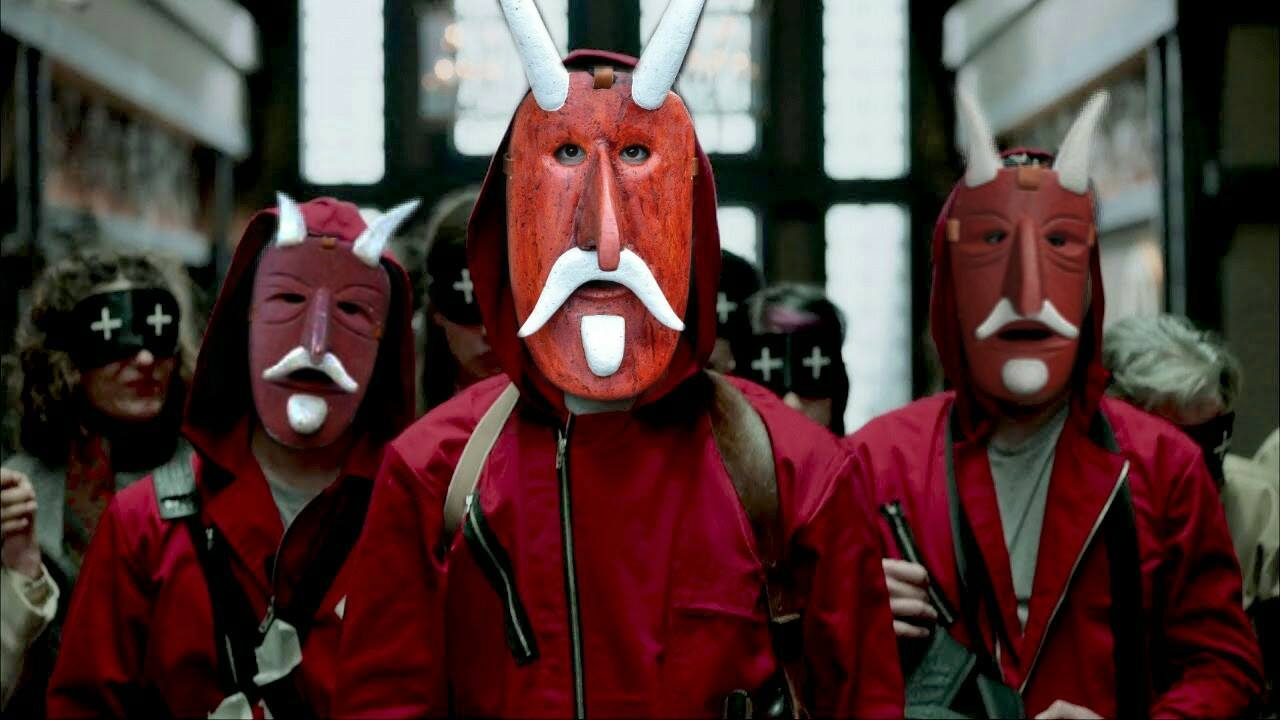 La Casa de Papel con le maschere tradizionali di Orani, nel nuorese
