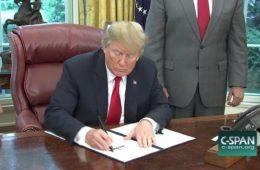 trump firma ordine esecutivo
