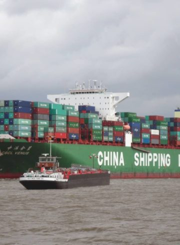 2048px-container_ship_cscl_venus_of_the_china_shipping_line_outgoing_hamburg_in_april_2014