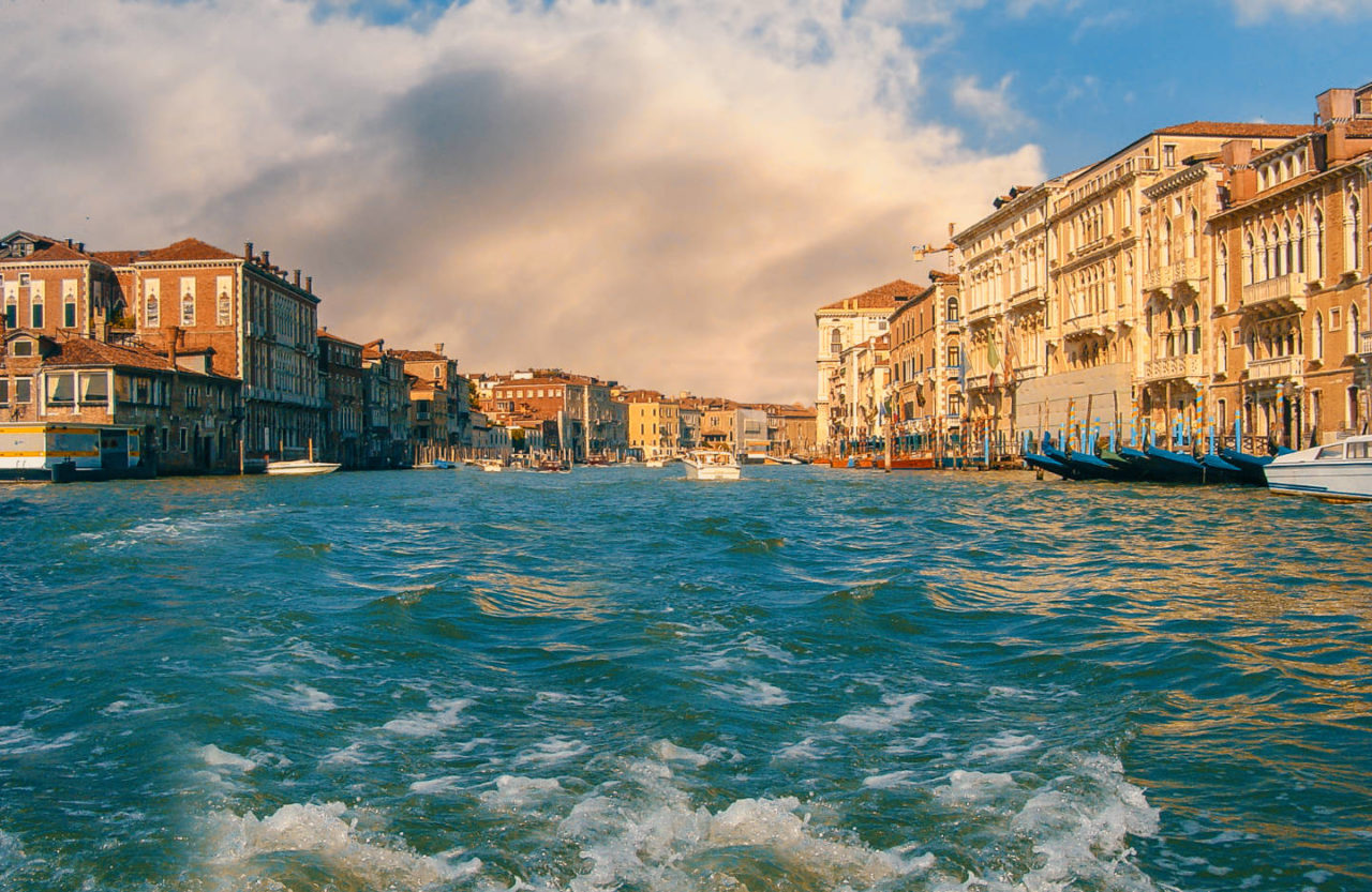 https://thesubmarine.it/wp-content/uploads/2019/01/venice-grand-canal-1280x833.jpg