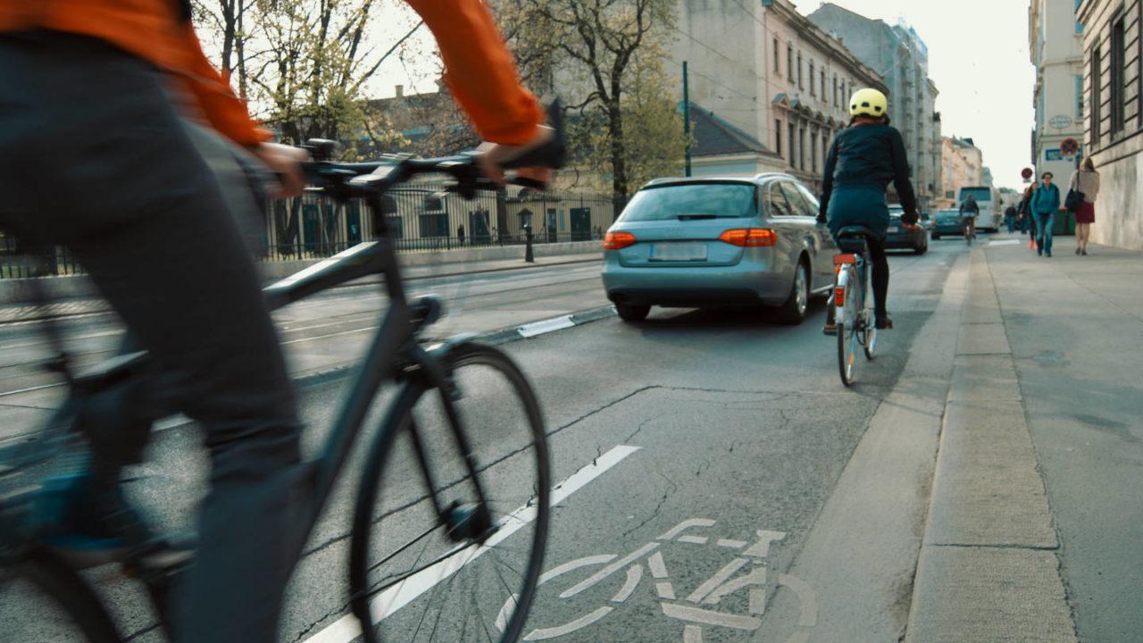 Il futuro del trasporto urbano è la bicicletta, ma fare nuove piste ciclabili non basta