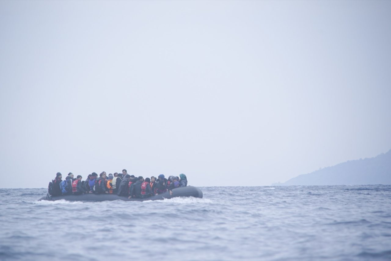 https://thesubmarine.it/wp-content/uploads/2019/05/Refugees_on_a_boat_crossing_the_Mediterranean_sea_heading_from_Turkish_coast_to_the_northeastern_Greek_island_of_Lesbos_29_January_2016-1280x855.jpg
