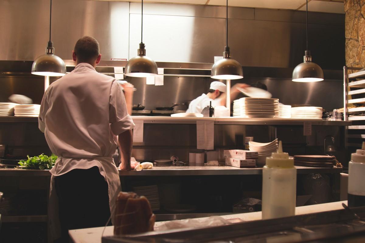 https://thesubmarine.it/wp-content/uploads/2019/05/kitchen_chef_food_cook_restaurant-103038-1.jpg