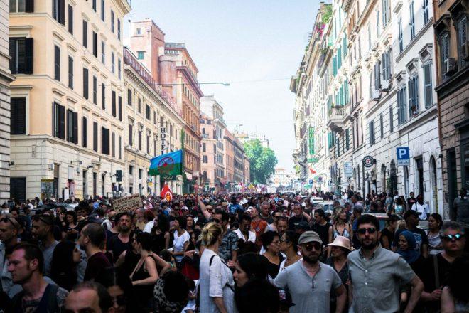 Roma scende in piazza per difendere gli spazi sociali e il diritto alla casa