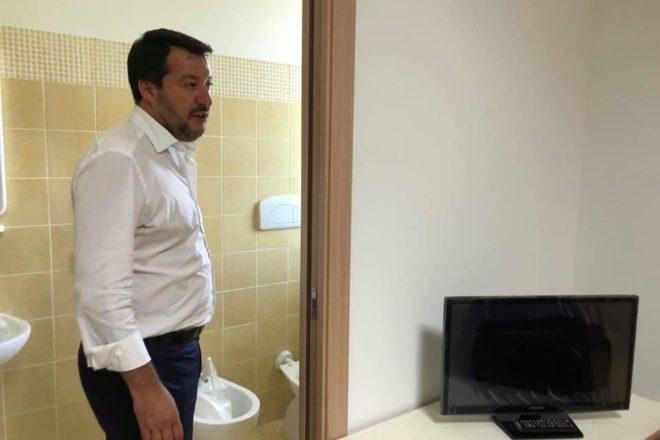 """Il """"meccanismo di solidarietà"""" di Macron non è sufficiente, ma basta per smascherare la propaganda di Salvini"""