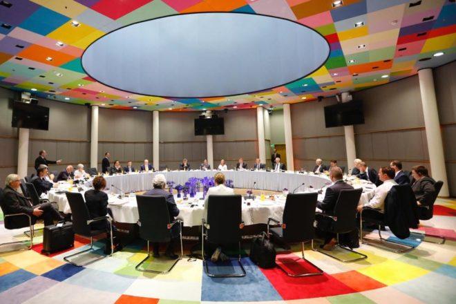 Le trattative per la presidenza della Commissione europea sono bloccate dai veti incrociati