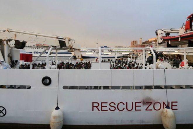 115 persone sono ancora ostaggio sulla Gregoretti, ma non importa a nessuno