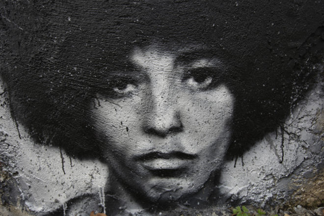 Quando l'emancipazione passa dai capelli: breve storia del Natural Hair Movement