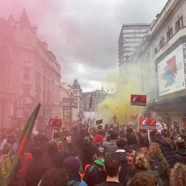 La poca voglia di schierarsi davvero dalla parte del Rojava