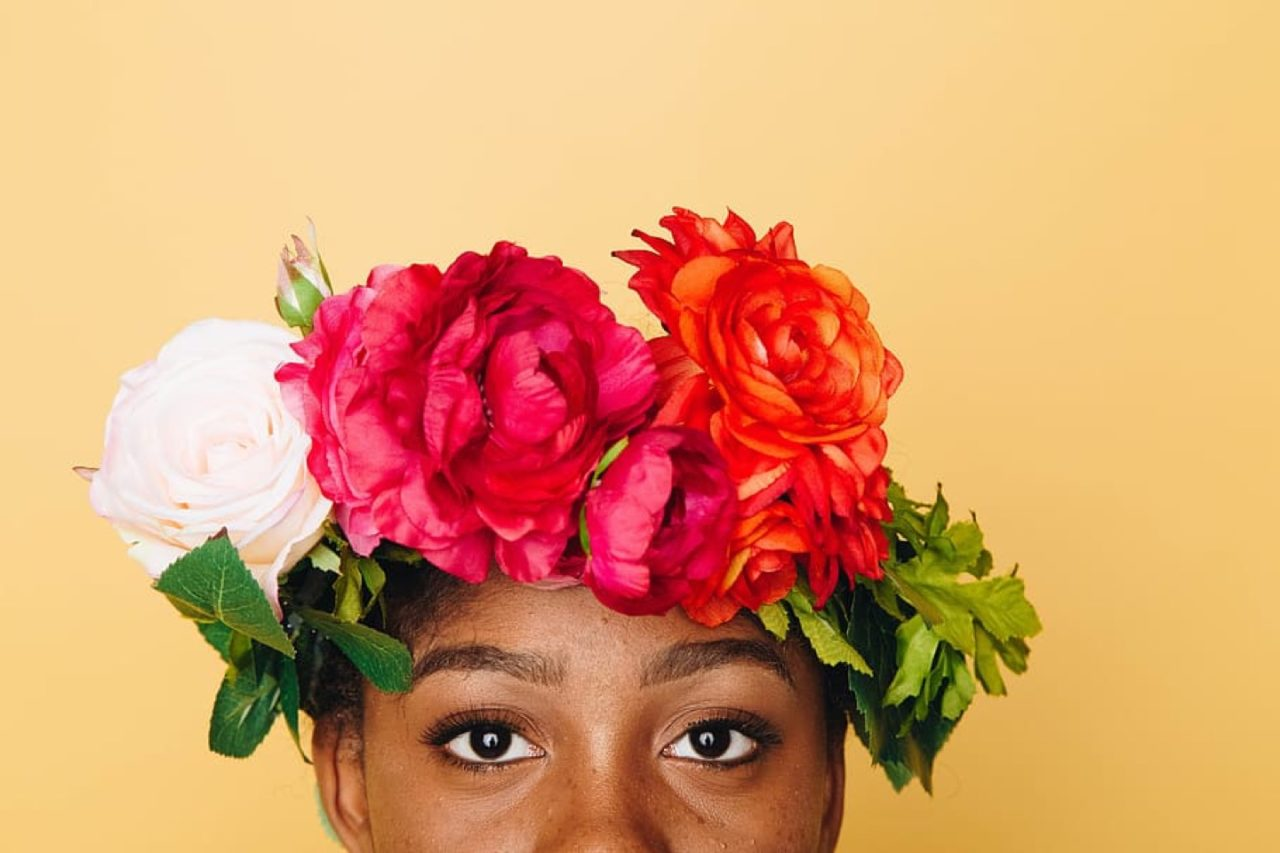 https://thesubmarine.it/wp-content/uploads/2020/02/flower-crown-floral-crown-crown-stare-1280x853.jpg