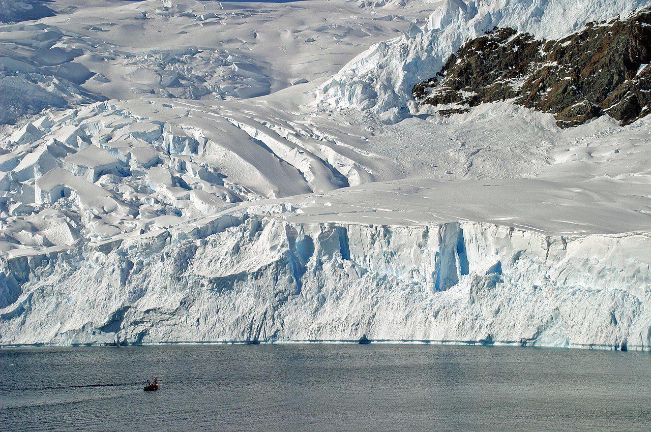 https://thesubmarine.it/wp-content/uploads/2020/04/1280px-00_2188_Antartica_-_Neumayer_Channel_Anvers_Island_Wiencke_Island-1280x850.jpg