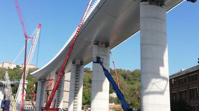 La struttura del nuovo ponte di Genova è stata terminata
