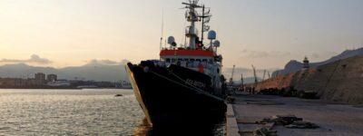 """Al largo della Libia è in corso un naufragio. La guardia costiera libica: """"Richiamate domani"""""""