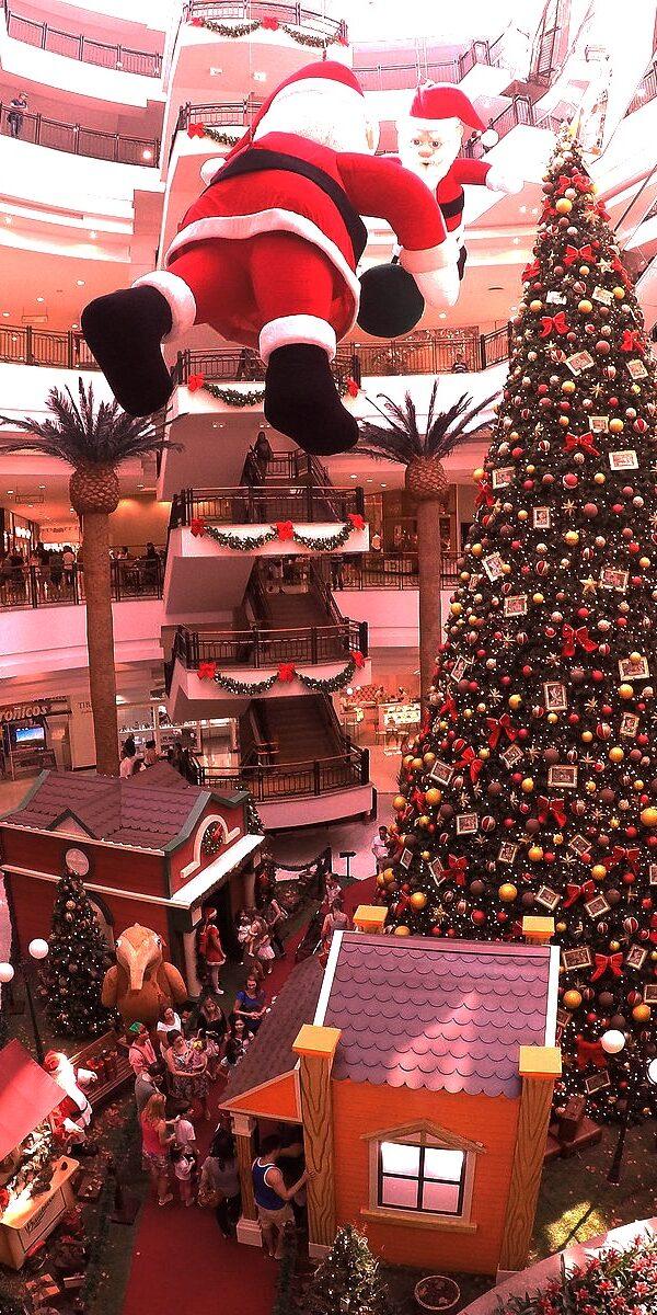L'assurdo dibattito sul Natale conferma che siamo prima consumatori che cittadini