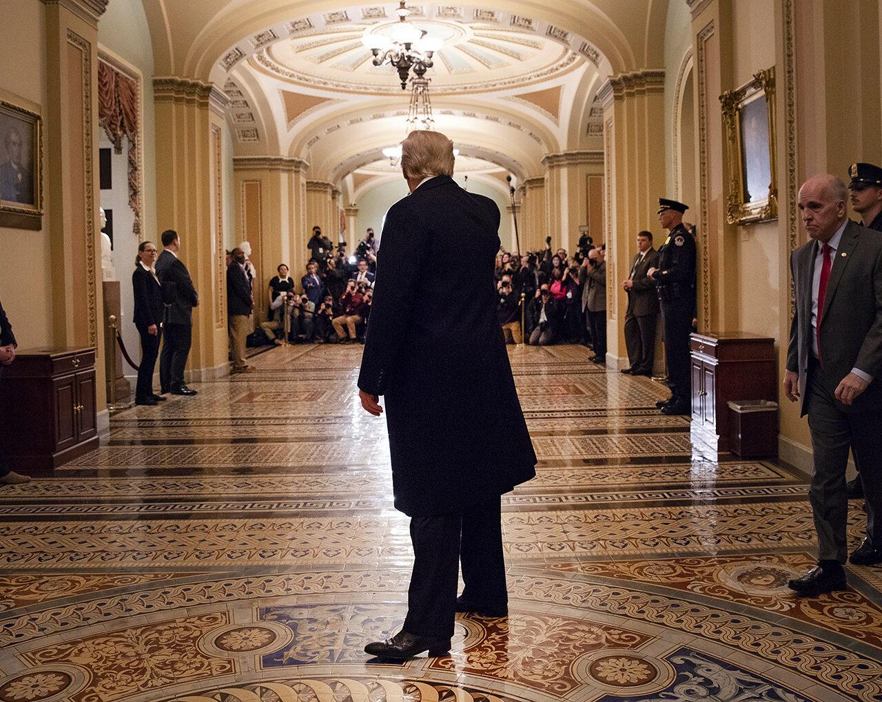 I democratici preparano la rimozione forzata di Donald Trump