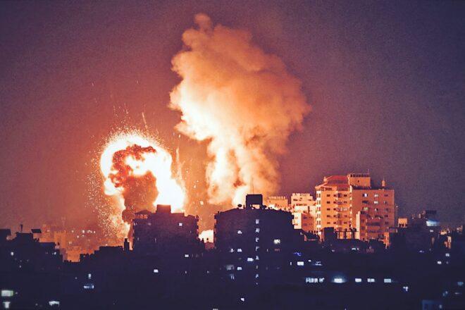 I bombardamenti israeliani su Gaza si fanno sempre più violenti