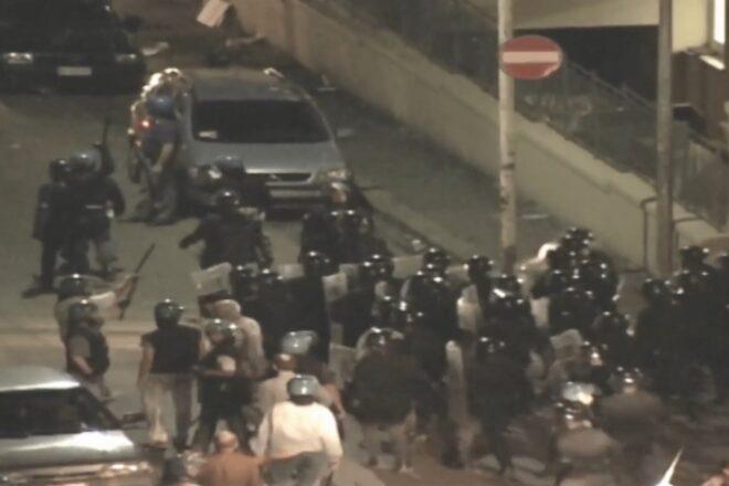La notte della Diaz nelle riprese di Indymedia