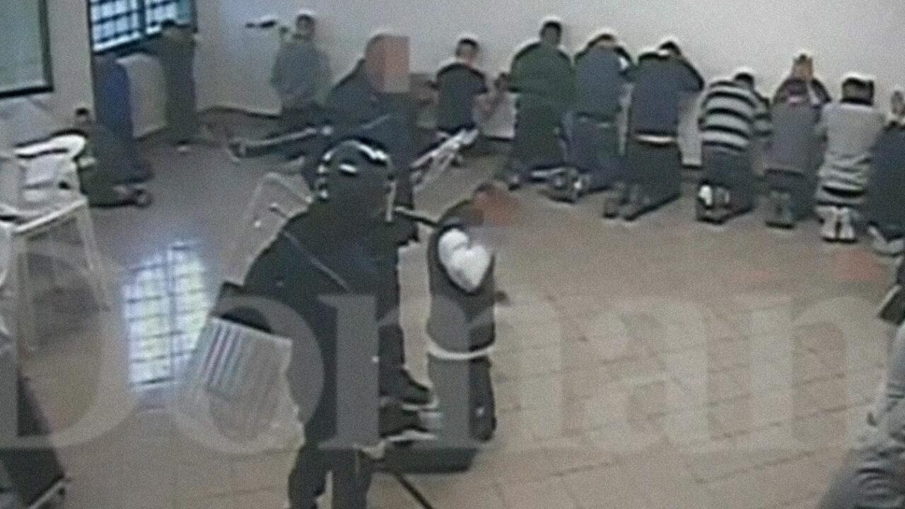 """Violenze e torture in carcere non sono """"casi isolati,"""" ma la politica si ostina a non riconoscerlo"""